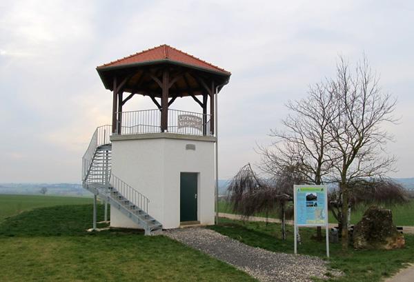 Aussichtsturm auf dem Königstuhl bei Lörzweiler