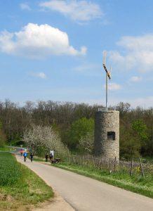 2014 wurde eine Telegrafenstation nachgebaut: der Napoleonsturm bei Sprendlingen.